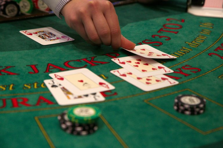 Do-it-yourself Blackjack Table Plans